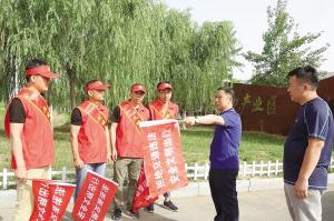 """天津武清四千余志愿者""""守护""""交通安全"""