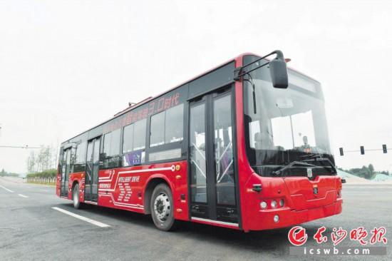 昨日,自动驾驶公交在湖南湘江新区智能系统测试区进行测试。  长沙晚报记者  周柏平 摄