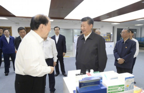 Chinese President Xi Jinping makes an inspection tour at a national oceanic science lab in Qingdao on June 12, 2018. [Photo: Xinhua]