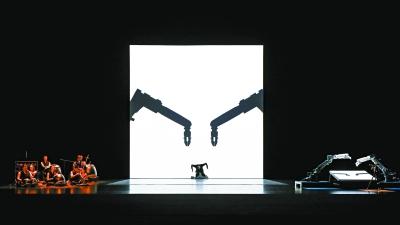 《对话·寓言2047》第二季在京首演  张艺谋玩起艺术与科技的碰撞