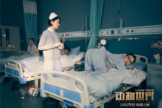 周冬雨首演小护士 与李易峰再现荧幕情侣相爱相杀