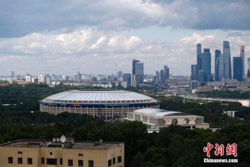 2018年俄罗斯世界杯将在莫斯科卢日基尼体育场开幕。 <a target='_blank'  data-cke-saved-href='http://www.chinanews.com/' href='http://www.chinanews.com/'><p  align=
