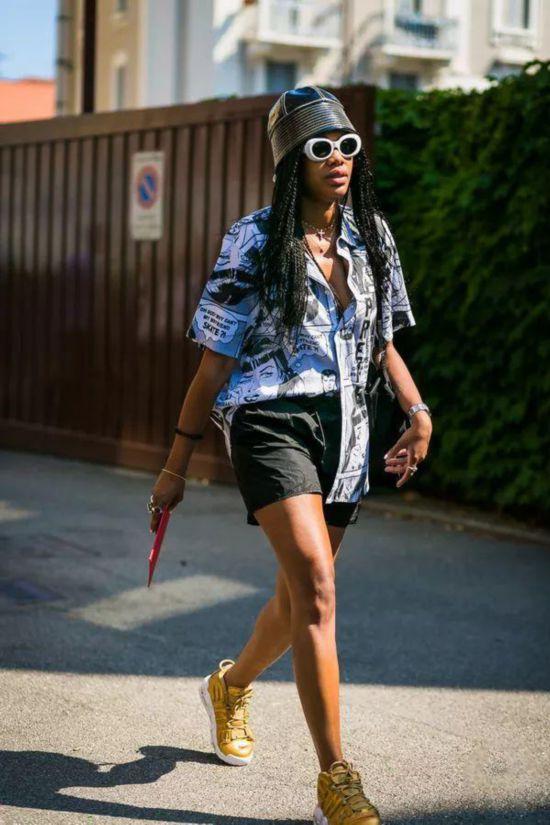短裤+平底鞋,小个子美一个夏天的时髦公式!