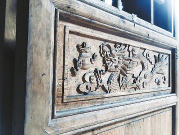明朝古建筑大门上的雕花装饰.本报记者裴蕾摄