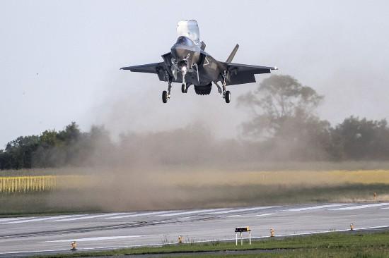 """战机还未飞抵 英工程师就""""向中国泄露F35B机密""""?"""