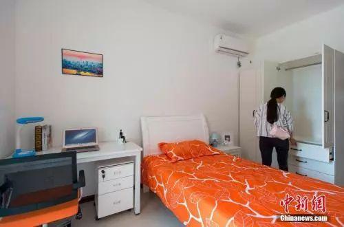 资料图:武汉大学生人才公寓内景.    摄 -给房给钱给户口 你毕业了愿