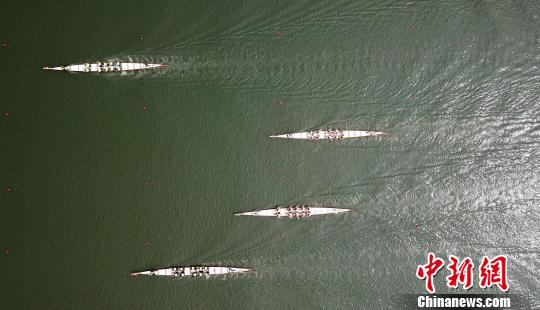 江苏扬州首届龙舟赛开赛再现百年前龙舟竞渡景象