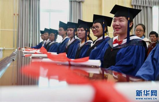(图文互动)(3)10名藏医学子首次被授予临床医学硕士学位