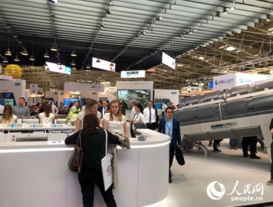 在德国举办的诸多知名展会成为中国企业投资德国的桥梁。图为2018年5月在慕尼黑举办的国际环保博览会现场。牛瑞飞摄