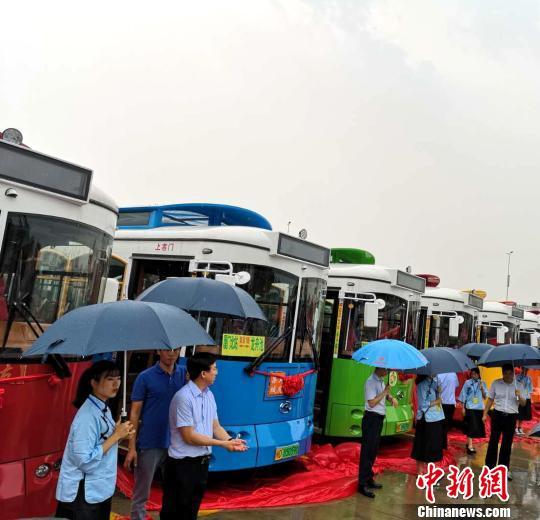 厦门开通首条铛铛车旅游专线:串珠成线游集美