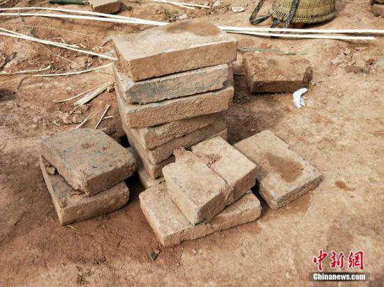 九绵高速现崖墓群 1600年前制陶业已很发达