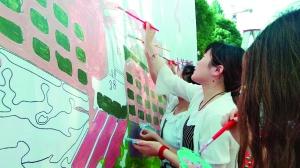 江苏师范大学300毕业生同绘文化墙献礼母校