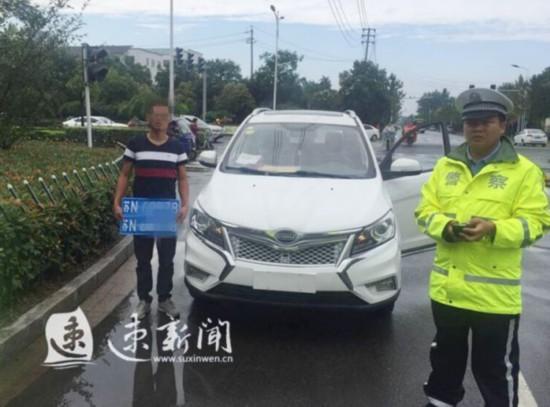 宿迁泗阳一男子拿到车牌不安装却放车内 驾照被扣12分