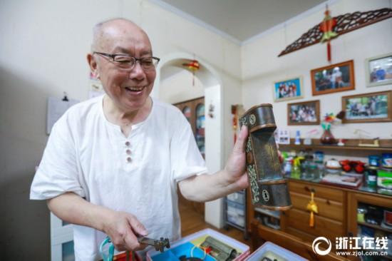 杭州收藏达人痴迷古锁 家中堪比锁具王国