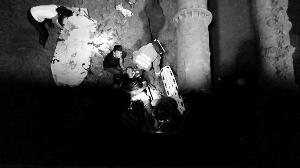 """南京一240斤重男子跌入7米""""深坑"""" 消防救援"""
