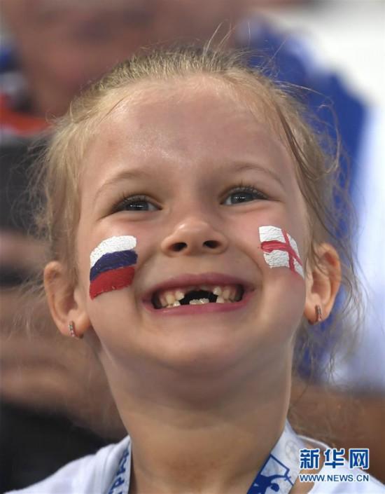 足球――萌态十足的小球迷