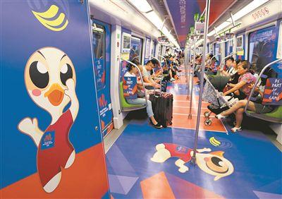 女排主题地铁专列亮相南京 车厢充满运动氛围