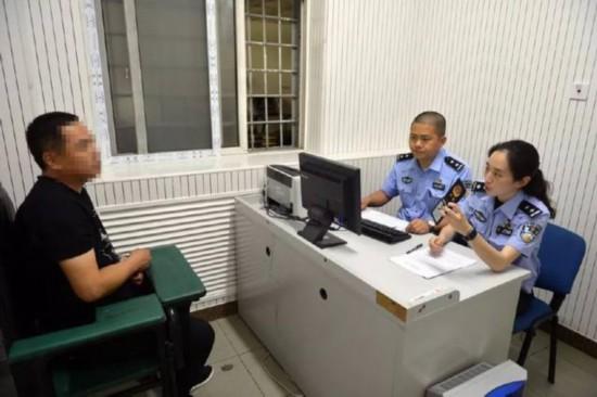 北京四惠地铁站女警教姐妹们如何防色狼,这些地方要留意