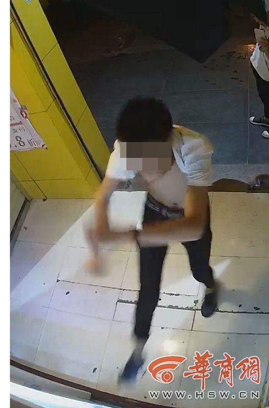 5名中学生深夜打砸环城西路一成人用品店称因卖视频情趣的上门图片