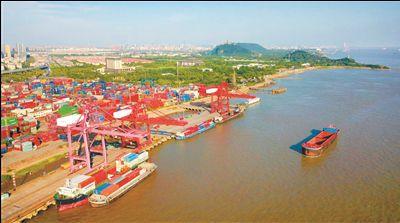 1-5月南通港口货物吞吐量突破亿吨 同比增8.2%