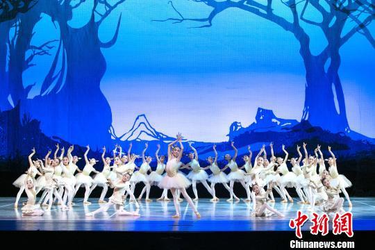 儿童版芭蕾《九色鹿》上演演员平均年龄9岁