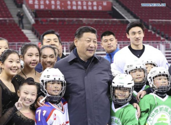Chinese President Xi Jinping poses for a group photo with ice hockey and skating fans at the Wukesong Arena in Beijing, Feb. 24, 2017. [Photo: Xinhua]