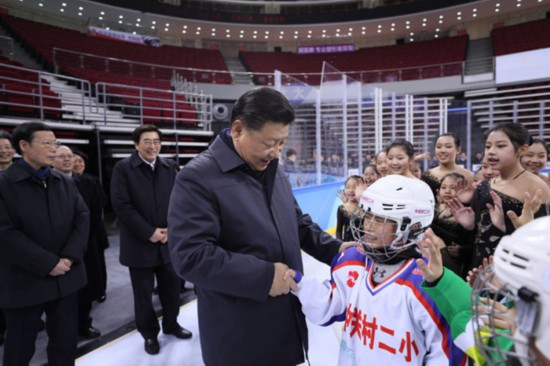 Chinese President Xi Jinping shakes hands with an ice hockey fan at the Wukesong Arena in Beijing, Feb. 24, 2017. [Photo: Xinhua]