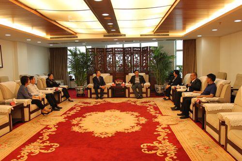 【图11】仪式前,乔卫副主席会见朝阳区侨联及有关部门领导2