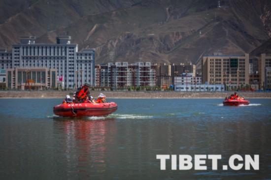 西藏�_展2018年防汛抗���急演�
