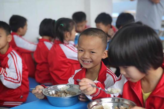 希望厨房:希望工程对农村学生营养需求的回应