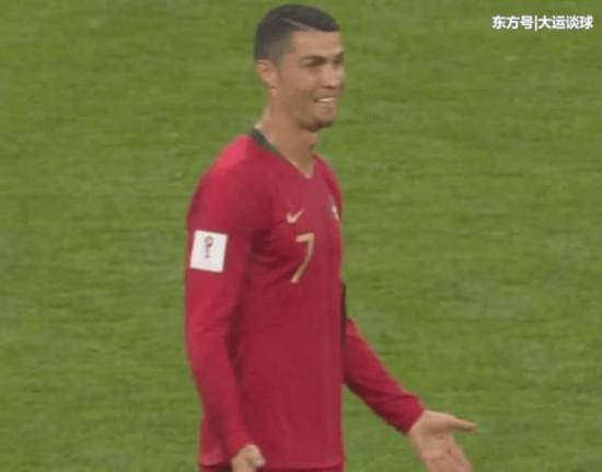 争议!VAR判定C罗犯规吃到黄牌,伊朗球员的演技太夸张