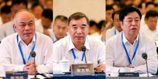 施洪祥(左) 宋志平(中) 刘化龙(右)