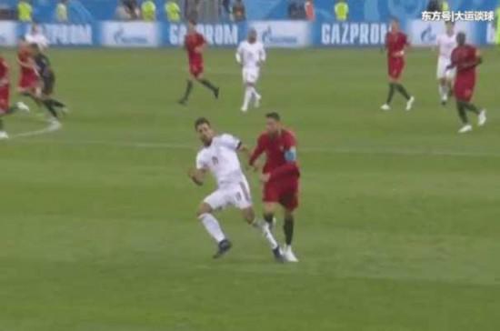 争议!VAR判定C罗犯规吃到黄牌 伊朗球员的演
