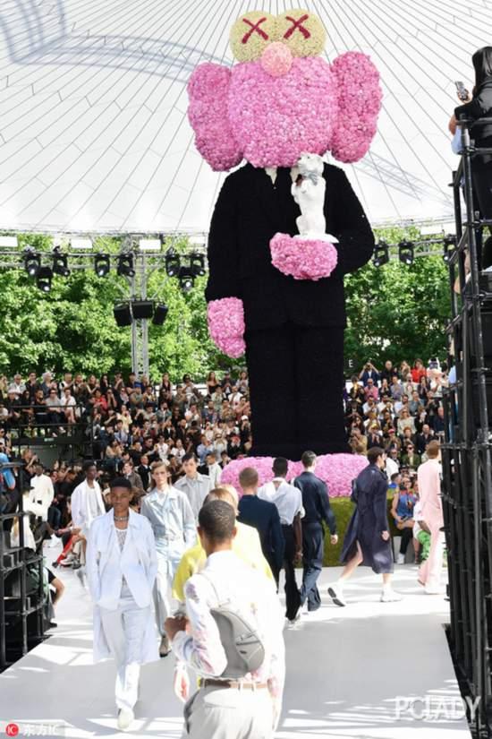 Dior又有大动作,这次竟然找来了流氓小熊联名