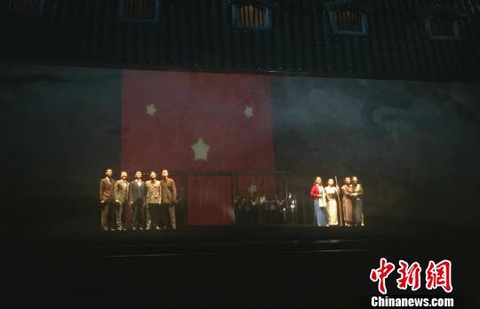 """话剧《红岩魂》重庆首演艺术展现""""狱中八条"""""""
