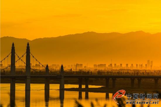 湖城夏日夕阳无限美
