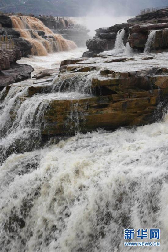 #(环境)(4)黄河壶口瀑布现半清半浊景观