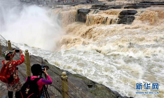 #(环境)(2)黄河壶口瀑布现半清半浊景观