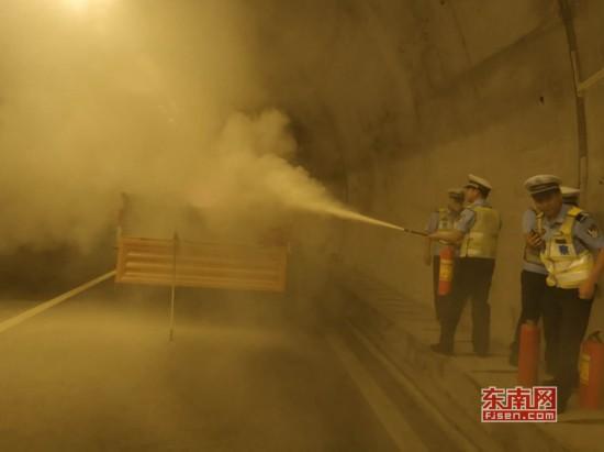 泉州高速交警联合多部门开展隧道应急演练