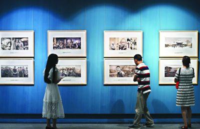 """""""小人书""""走进了美术馆100组""""架上连环画""""讲述中国故事"""