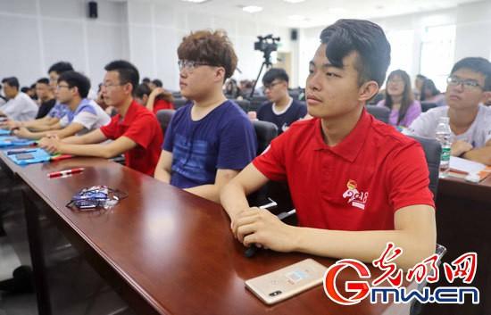 《军事科技前沿》进高校 秦皇岛学子走近中国航母