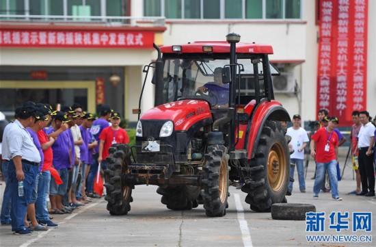(社会)(1)江西奉新举行农机手大赛