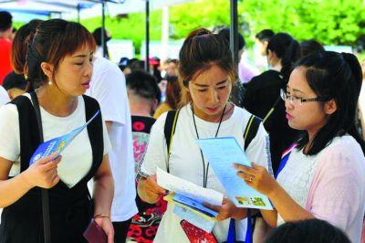 扬州高职校报名现场火爆 本科直通班受青睐
