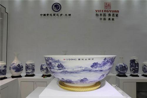 广东省陶瓷艺术大师黄建宏:40年专注青花瓷