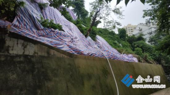 镇江一小区居民受滑坡隐患困扰多年 亟待整治