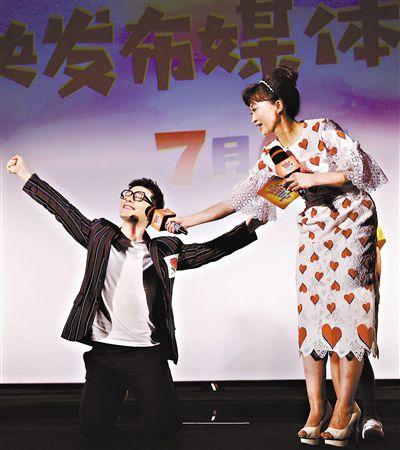 黄晓明鞠萍亮相《新大头儿子3》首映礼