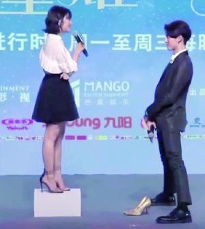 王鹤棣爆料沈月拍摄新版《流星花园》摔倒