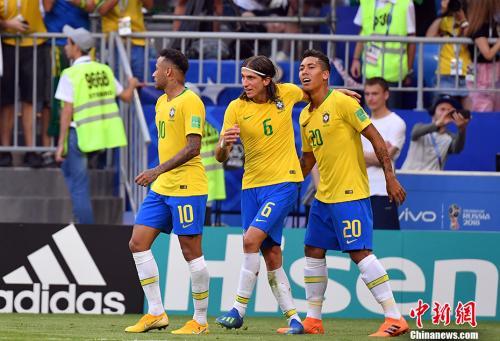 巴西队将与比利时队上演决赛预演。 <a target='_blank'  data-cke-saved-href='http://www.chinanews.com/' href='http://www.chinanews.com/'><p  align=