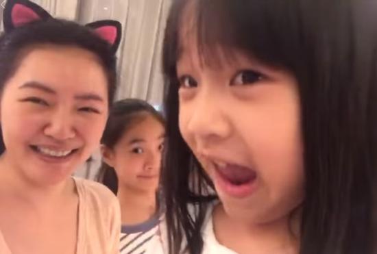 """小S女儿与妈妈比""""欠揍""""语出惊人 网友:请C位出道"""