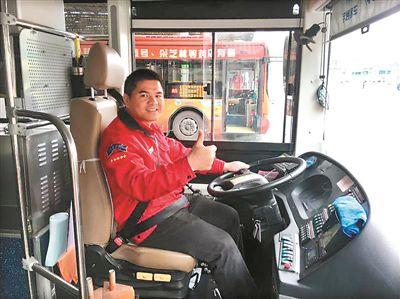"""好司机身怀""""熊猫血"""" 为救人不关机不换号"""